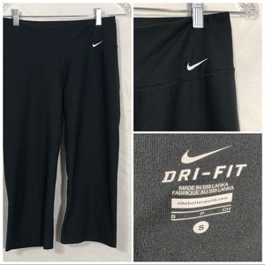 Nike DriFit Athletic capri size small